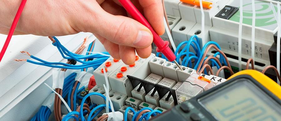 Projetos elétricos e montagem de painéis